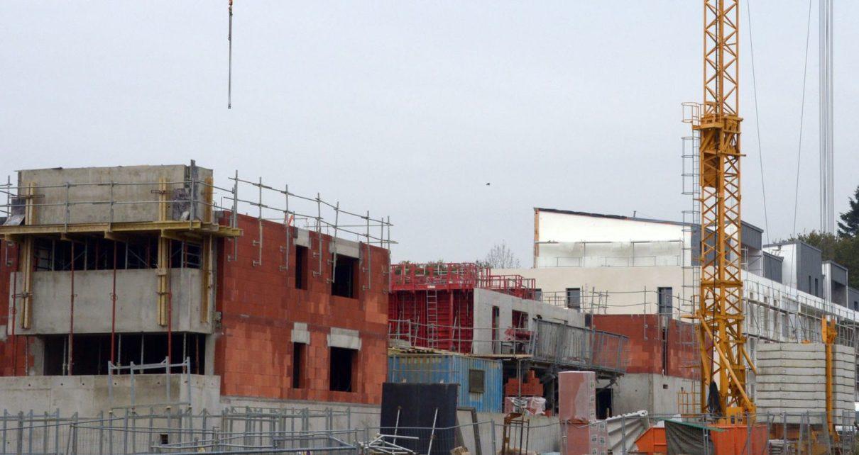 chantier-d-un-immeuble-residentiel-a-thorigne-fouillard-dans-l-ouest-de-la-france-le-18-novembre-2013_4535166