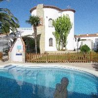 Bonita y gran villa con piscina privada ideal para familias