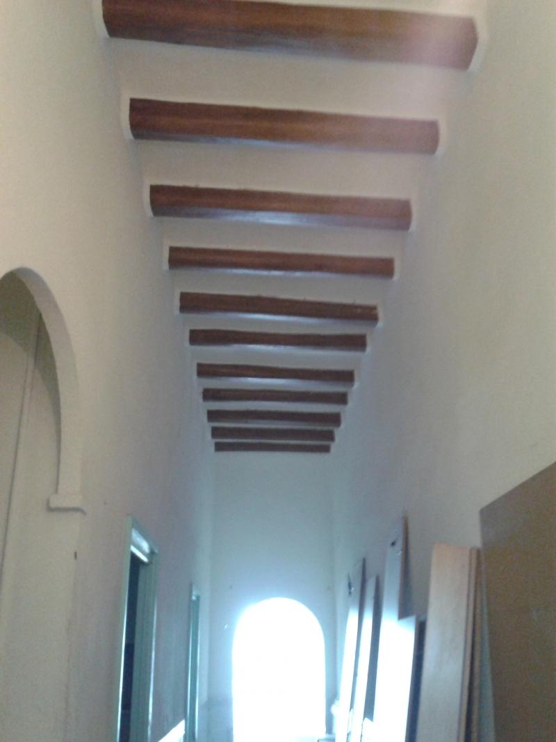 Passadís de la casa de la Carretera de Torroella i bigues de fusta