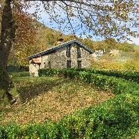 Casa de piedra en La Carrera, Nembra, Aller.