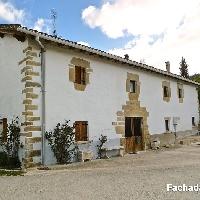 Casa de piedra reformada de 200 m2 con jardín