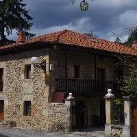 Preciosa casa independiente de piedra y madera.