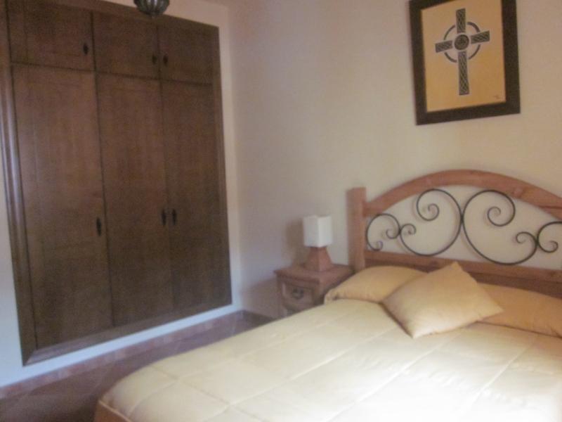 Dormitorio armario empotrado aire acondicionado