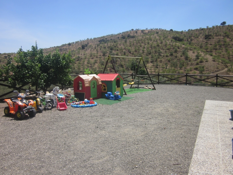 Gran zona para jugar los niños