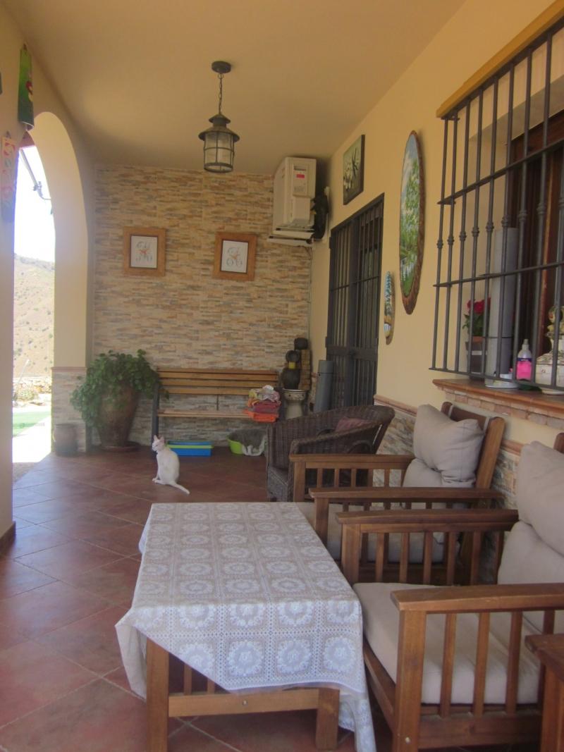Porche de ladrillo y porche de madera