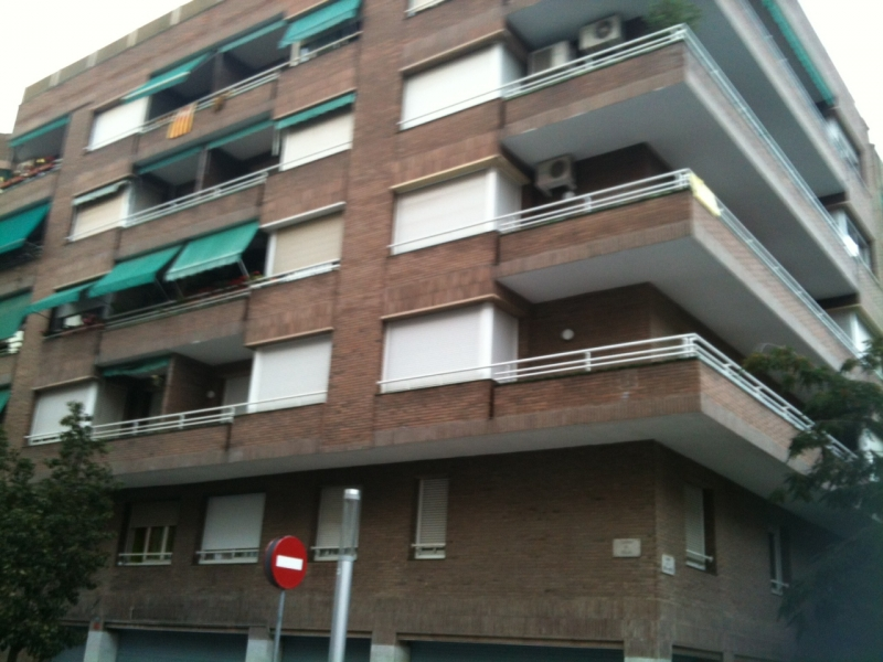 Pisos en barcelona fant stico piso en calle riera de horta for Busco piso en alquiler en sevilla