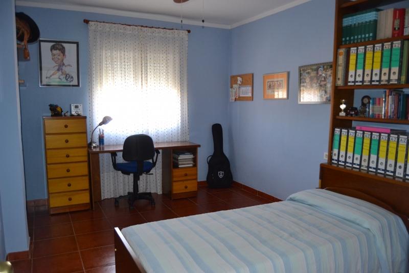 Dormitorio azúl en planta alta