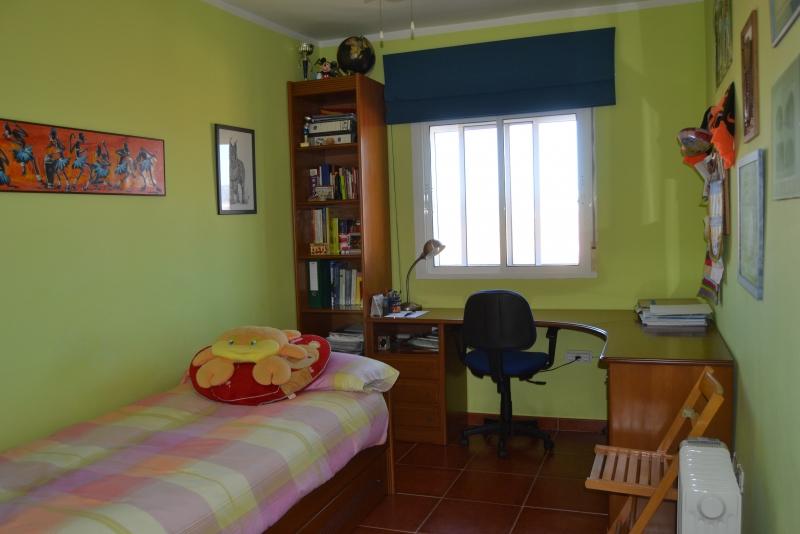 Dormitorio verde en planta alta