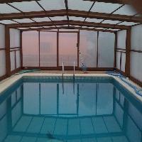 chalet con piscina climatizada