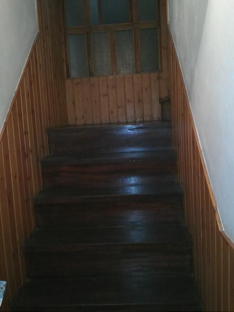 Escalera madera acceso planta primera