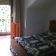 Dormitorio planta primera con balcón
