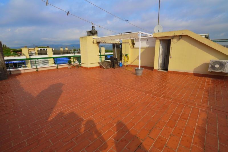 Terraza superior, toda la superficie de la vivienda con toma de agua y toldo