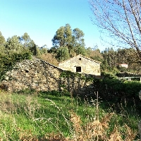 Casa y Anexos de Piedra para Restaurar