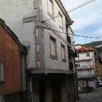 Casa de tres plantas