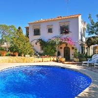 Chalet con piscina en Moraira