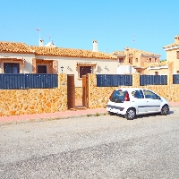 Chalet independiente en venta con piscina en Torrevieja