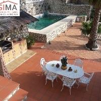 Chalet en venta con piscina y jardín en Gandía