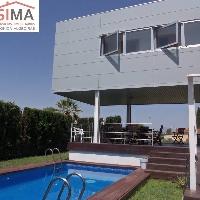 Chalet  de diseño moderno  en venta en Oliva Nova