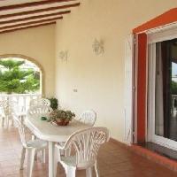 Chalet independiente con piscina en venta en Oliva