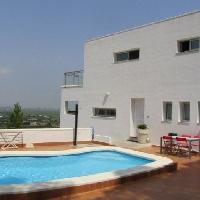 Chalet independiente en venta con piscina en Cullera