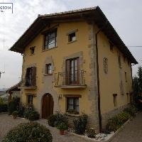 Casa en venta en Mañeru con parcela