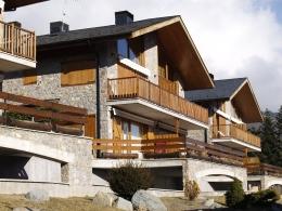 PLANOLES excelente casa duplex
