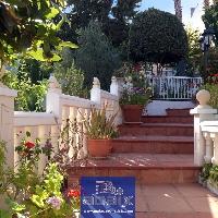 Villa en venta con finca en Olías Málaga