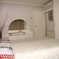 Piso de 112 m2 con 4 dormitorios y 2 baños al centro de la población