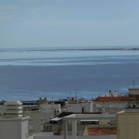 Ático duplex de 112 m2 con 3 dormitorios, grandes terrazas con vista al mar.