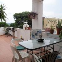 Piso de 140 m2 con 4 dormitorios, baño completo y terraza con increïbles vistas Zona verde y Mar.