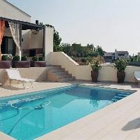 Amposta, chalet de 300 m2 con parcela 500 m2 con 3 habitaciones dobles, 2 baños, piscina y jardín.