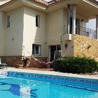 Chalet de 200 m2 con parcela de 500 m2, 5 dormitorios, piscina, barbacoa, vistas al mar