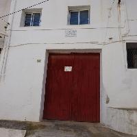 Casa 90 m2 . Semireformada con garage. Cerca de todos los servicios.