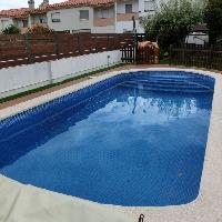 Casa adosada de 120 m2, 4 dormitorios con piscina propia.