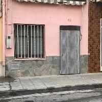 CASA DE 40 M2, SALON COCINA, DOS DORMITORIOS Y BAÑO, EN EL CENTRO DEL PUEBLO.