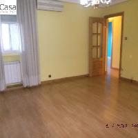 Piso en venta con 3 dormitorios en zona Oporto de Madrid
