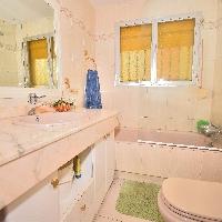 Chalet en venta con 3 habitaciones zona Manoteras Madrid