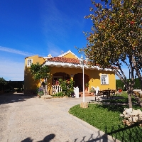 Casa en venta con piscina en zona Domeño de Lliria
