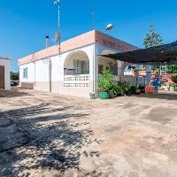 Chalet en venta con piscina en zona Domeño de lliria