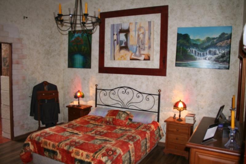 Dormitorio Principal con baño e hidromasaje y suelos parquet