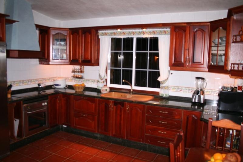 Cocina de 20 m2 totalmente equipada y vistas al jardin