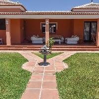 Villa en venta con piscina en Almogía