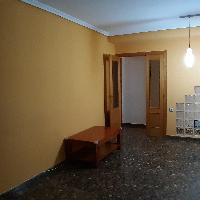 Piso en venta con garaje en zona Torrefiel Valencia