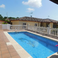 Preciosa casa con piscina todo en una planta !!!