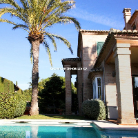 Chalet en venta con piscina en Campolivar Godella