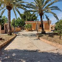 Chalet en venta con parcela y piscina en Lliria