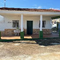 Chalet en venta con piscina y jardín cercano a Lliria