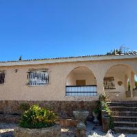 Chalet en venta con parcela en zona cercana a Lliria