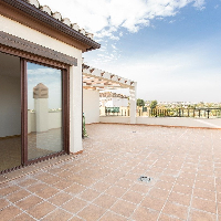 Ático en venta con garaje y terraza en La Zubia Granada