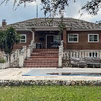 Chalet con piscina en venta Serracines Fresno del Torote